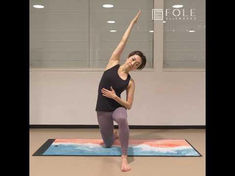 【姿勢改善・ヤセやすい体に!】「膝立ちサイドストレッチ」のご紹介です。