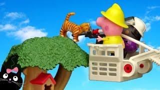Peppa Pig Bombera Rescata a Gatita en la Casa del Árbol - Vídeos de Juguetes Peppa Pig en Español