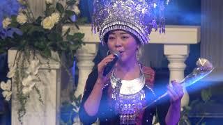 Laaj Tsawb- Ntxhais Hmoob Suav Hu Nkauj MN Hmong New Year 2018