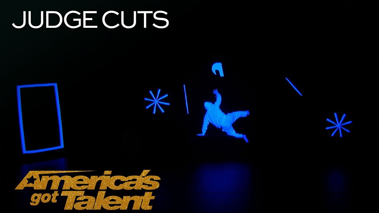UDI Dance: Glowing Dance Group Performs In Complete Darkness - America's Got Talent 2018 thumbnail