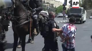 Tear gas, arrest during Jerusalem street prayer