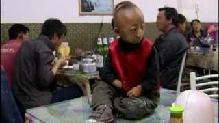 preview picture of video 'He Pingping, cel mai scund om - Baotou, China'