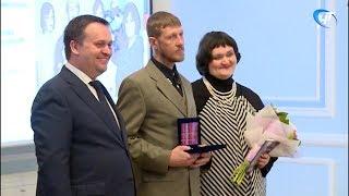 Губернатор Андрей Никитин вручил государственные награды выдающимся новгородцам