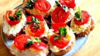 Смотреть онлайн Рецепт чесночных гренок из батона с яйцом и помидором