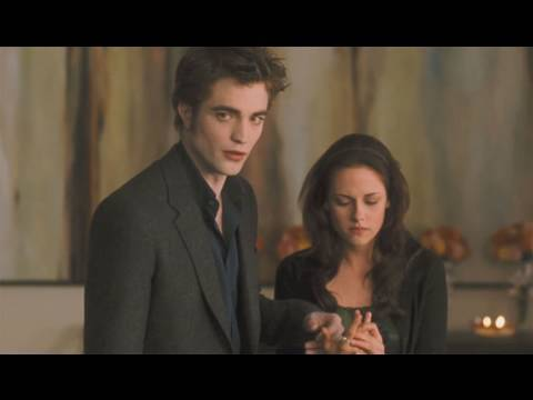 The Twilight Saga's New Moon Clip 'Bella's Birthday'