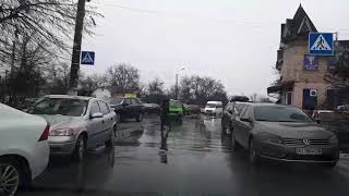Как разъехаться на улице где припарковано много машин 2