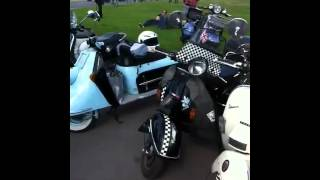 preview picture of video 'video2.mov: Paris Vespa Parade'
