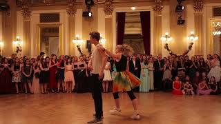Předtančení - Akrobacie (Spolek Kartáček) | Maturitní ples Hudebního Gymnázia Praha | 14.12.2017