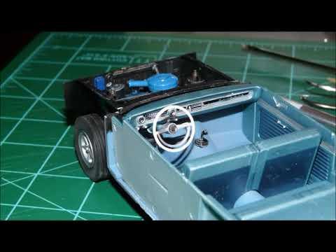 """Maquette TRUMPETER Ford Falcon 1964 Futura Convertible """"Stock Plus"""" - 1/25 2509"""