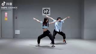 """【抖音】Trào lưu nhảy trên nền nhạc """"Mất Khống Chế Remix""""  失控(DJ版) - 井迪儿 - 失控变装  - 喂不是吧阿sir"""