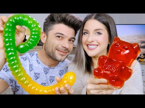 GIANT GUMMY VS MINI GUMMY **FOOD CHALLENGE**