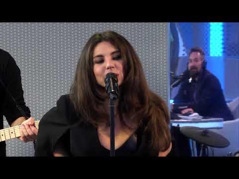 Анна Плетнёва не поёт без своей любимой плётки