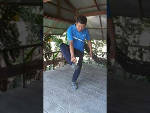 Thể dục 8: Tâng cầu bằng má trong bàn chân