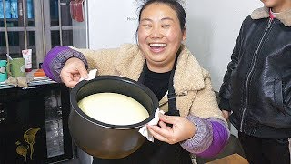 Rice cooker to do cake, open the lid of the moment, the mood is very excited