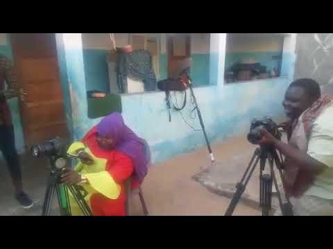 Vidéo : Hilarant regardez le making off de Niokhite et Mère Dial imitant le réalisateur Leuz