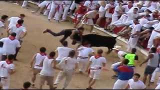 preview picture of video 'Fiesta en Pamplona  Encierre y vaquillas en la plaza de toros de Pamplona.dia 11-07-2013'