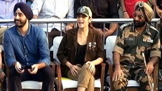 Jai Jawan: Alia enjoys Beating Retreat ceremony   - YouTube