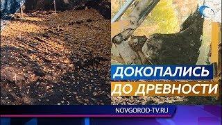 Древнюю мостовую нашли при благоустройстве сквера Водников в Великом Новгороде