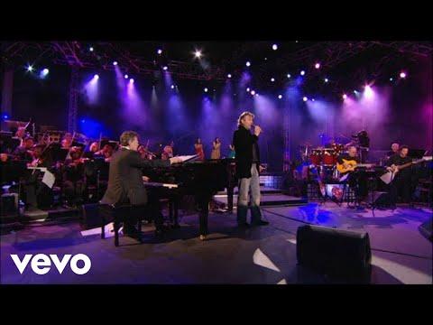 """Andrea Bocelli Canta """"Cuando Me Enamoro"""""""