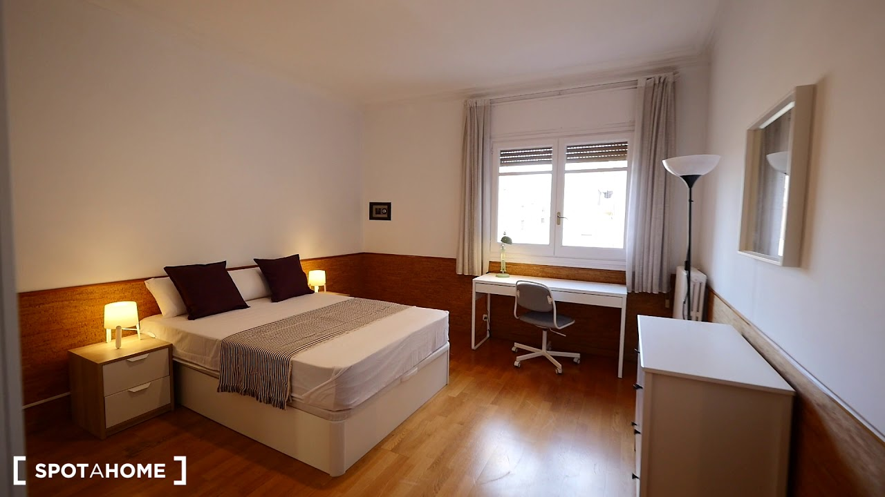 Double bed in Rooms for rent in furnished 7-bedroom apartment in L'Esquerra de l'Eixample
