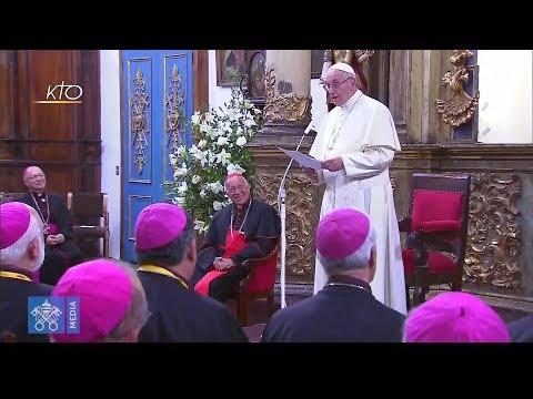 Rencontre avec les évêques dans la sacristie de la cathédrale de Santiago du Chili
