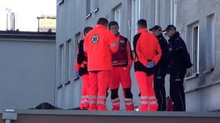 Mężczyzna wypadł z bloku na Krakowskiej w Krośnie