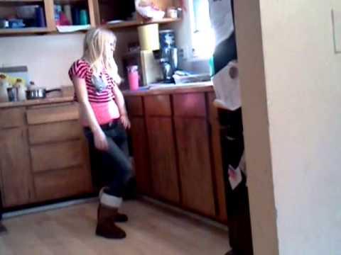 Caught my sister dancing LMAO!