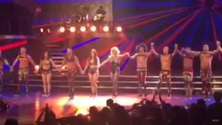 Бритни Спирс во время выступления в Лас-Вегасе  подвернула ногу