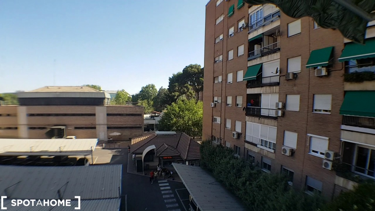 Room for rent in a renovated 6-bedroom apartment in Rios Rosas