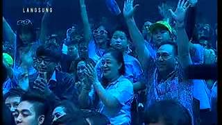 Gambar cover Listen by Regina In Indonesian Idol 2012 Spektakuler 3 - +  Jury comments.flv