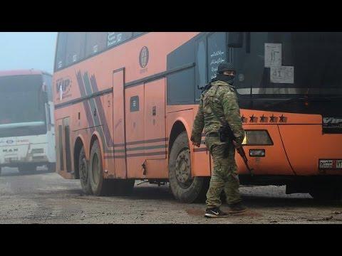 Εκκενώνονται πολιορκημένες πόλεις στη Συρία