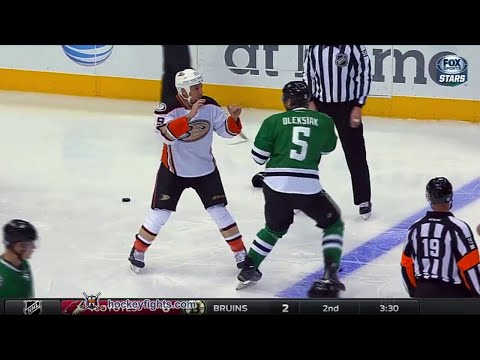 Jamie Oleksiak vs. Chris Stewart