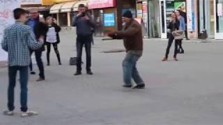 Бомж vs Пикапер! Уличный батл!! кто кого смотрите сами