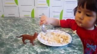 Ребенок показывает фиг. ПРИКОЛЫ С ДЕТЬМИ Смешные дети.\FUNNY CHILDREN . The child shows the FIC.
