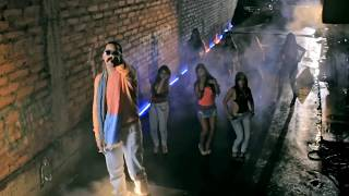 Siempre Anda En La De Ella - J Alvarez (Video)