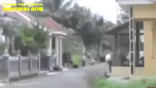 Video Amatir Detik Detik Gempa Bumi Kebumen 25 Januari 2014