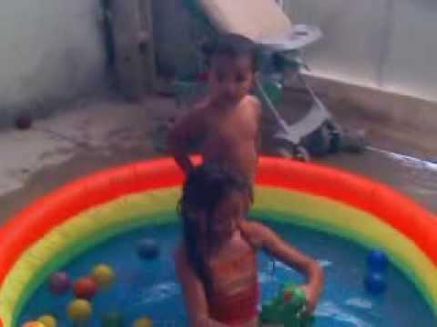 bebê brincando e dançando na piscina  (Pra Jesus louvar) Cristina Mel ▶1:06