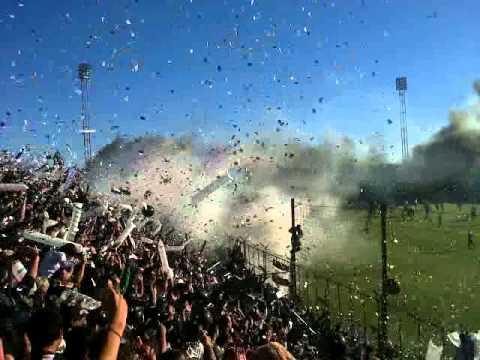 """Recibimiento de for ever vs. juventud (final2012) Arg B"" Barra: Los Negritos • Club: Chaco For Ever"