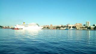 Во Владивосток зашел крупный круизный лайнер Costa NeoRomantica