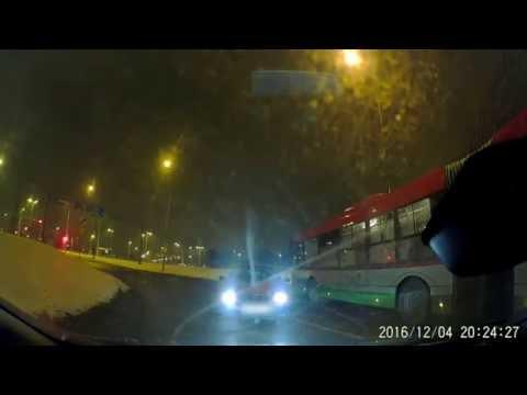 pijany-kierowca-jedzie-pod-prad-powodujac-kolizje