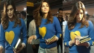 Kriti Sanon SPOTTED At Mumbai Airport | Bollywood Events