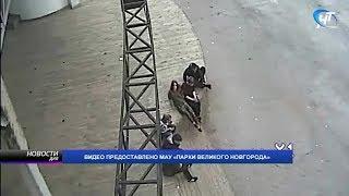 Летняя эстрада в Кремлевском парке подверглась атаке хулиганов