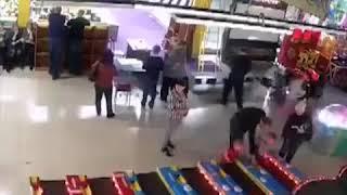 Начало пожар в ТРЦ Зимняя вишня Кемерово / Russia: Kemerovo shopping mall fire