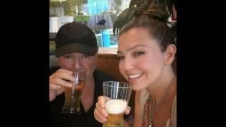 Thalía toma cerveza con Mottola en restaurante ✔