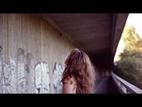 Zuzana Mikulcová - Zuzana Mikulcová - Strácam (official music video)