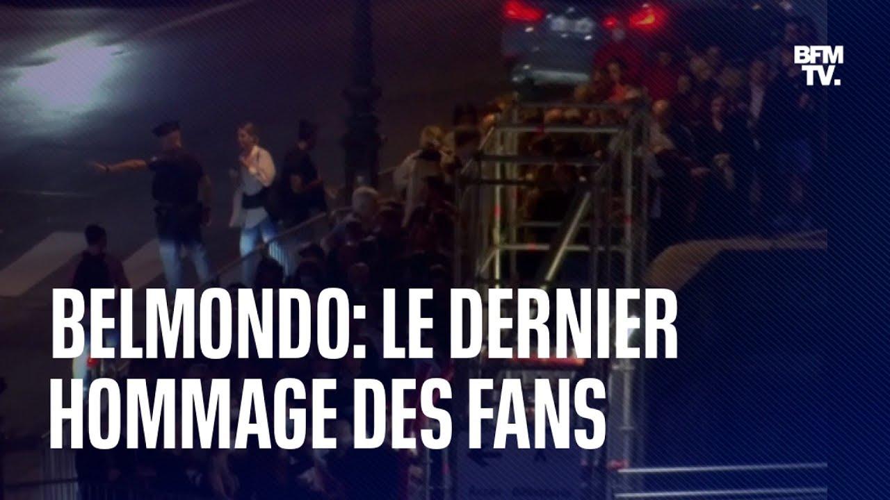 Les fans de Jean-Paul Belmondo lui rendent hommage toute la nuit aux Invalides