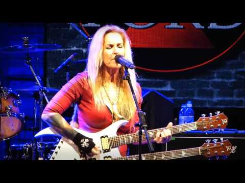 """Lita Ford """"Close My Eyes Forever"""" Live at HRH AON 2017"""
