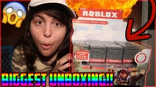 THE BIGGEST SURPRISE ROBLOX BLIND BOX MYSTERY TOY OPENING!! + ROBLOX CODE GIVEAWAY