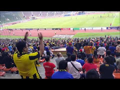 Aksi Ultras Malaya ketika Malaysia vs Arab Saudi 8 September 2015