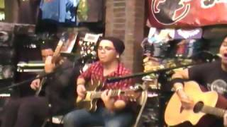 "Dress your wounds ""Neome"" acoustic hot topic show 11/19/09"